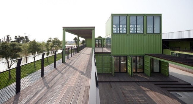 shipping-containers-architecture-tony-s-farm-playze-15.jpg