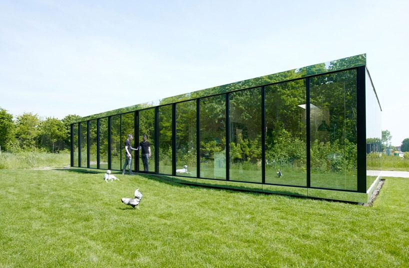 johan-selbing-architecture-mirror-house-designboom01.jpg