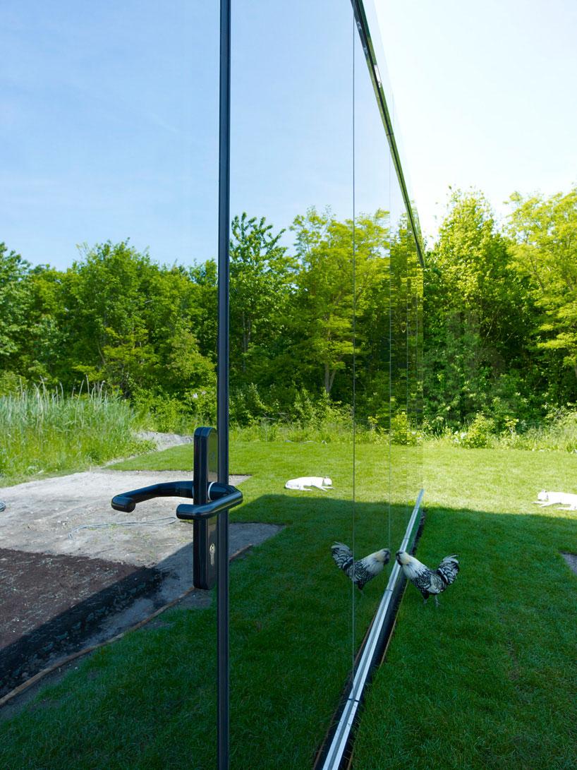 johan-selbing-architecture-mirror-house-designboom03.jpg