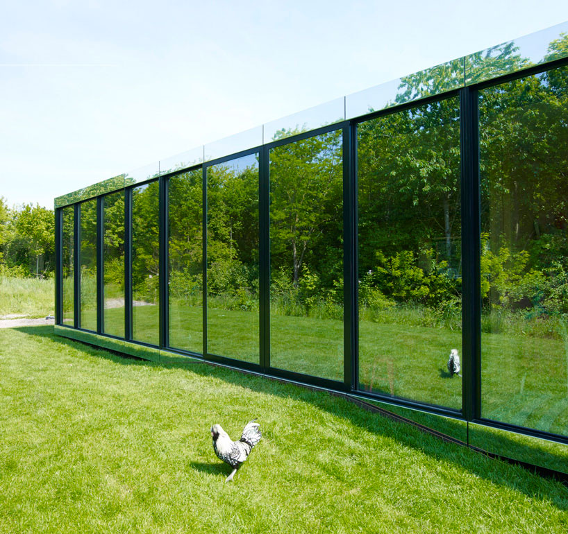 johan-selbing-architecture-mirror-house-designboom02.jpg