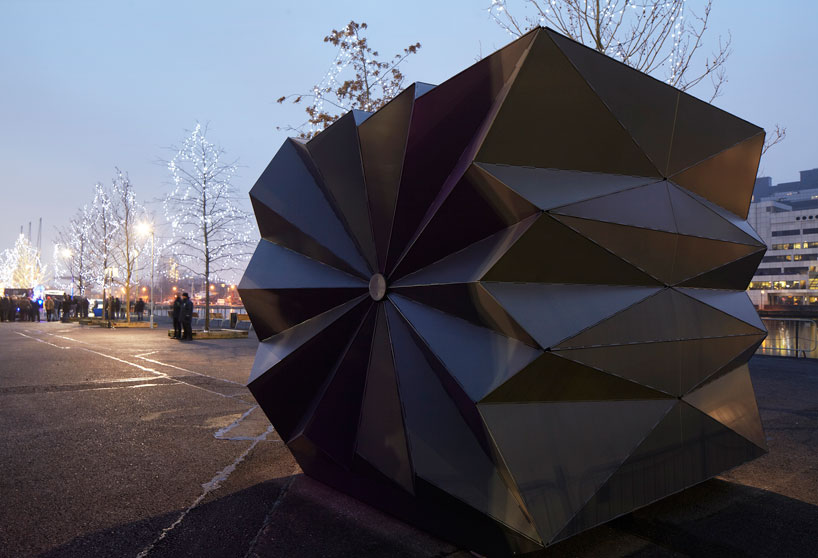make-architects-folds-prefabricated-origami-kiosks-designboom-08.jpg