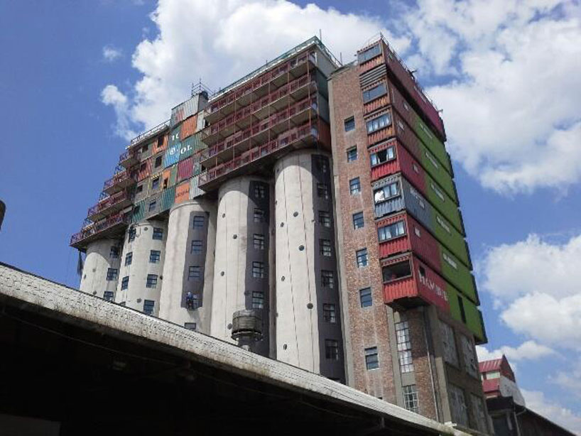 mill-junction-container-residences-overlook-johannesburg-designboom-04.jpg