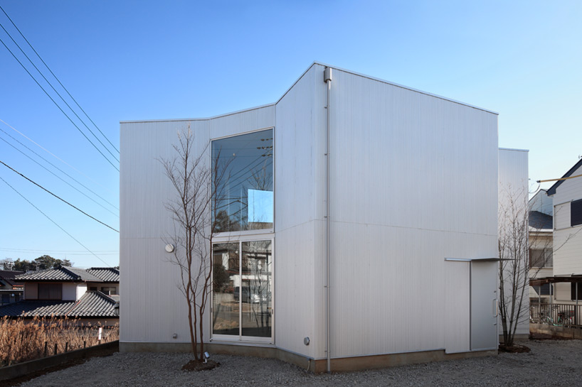 yamazaki-kentaro-design-workshop-house-in-kashiwa-designboom-08.jpg